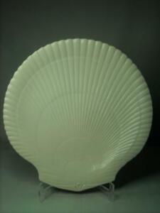 Wedgwood-White-Cream-DINNER-PLATE-Nautilus-Scallop-Shell-10-6-034-27cm-Diameter