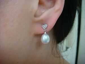 !STRIKING 14K WHITE GOLD PEARL DANGLE EARRINGS WITH SMALL DIAMONDS