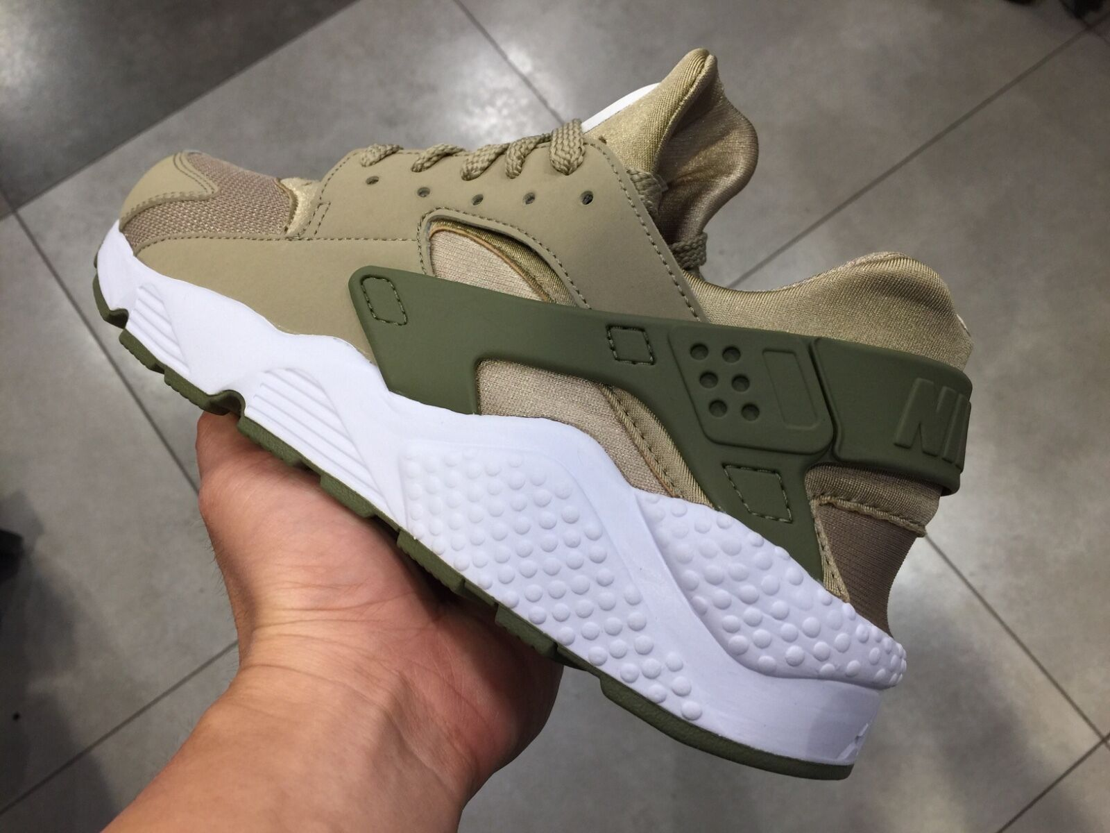 Nike Air Huarache Low gold olive green wolf All white Rainbow Sunset black