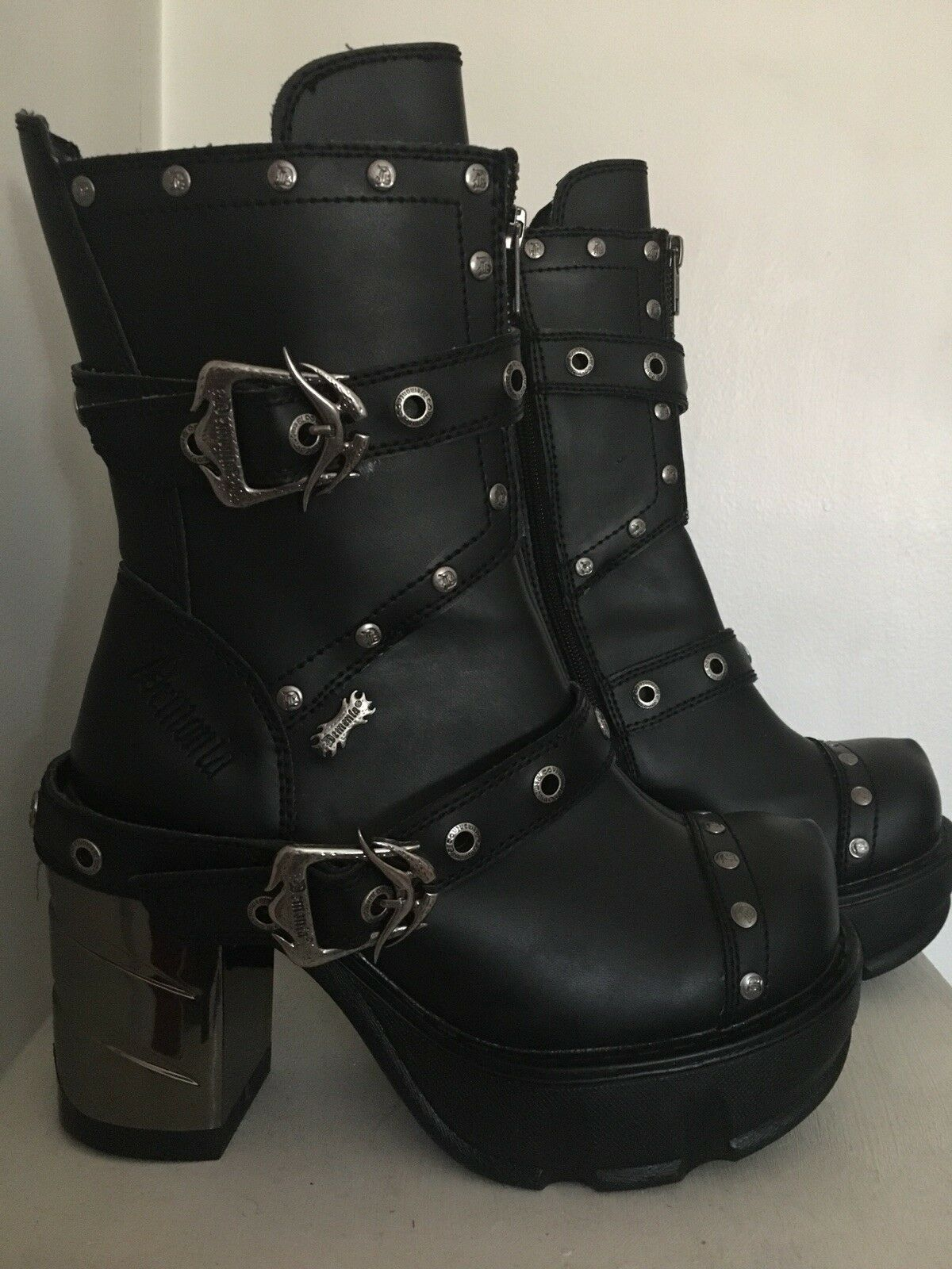 Womens boots size 9 new