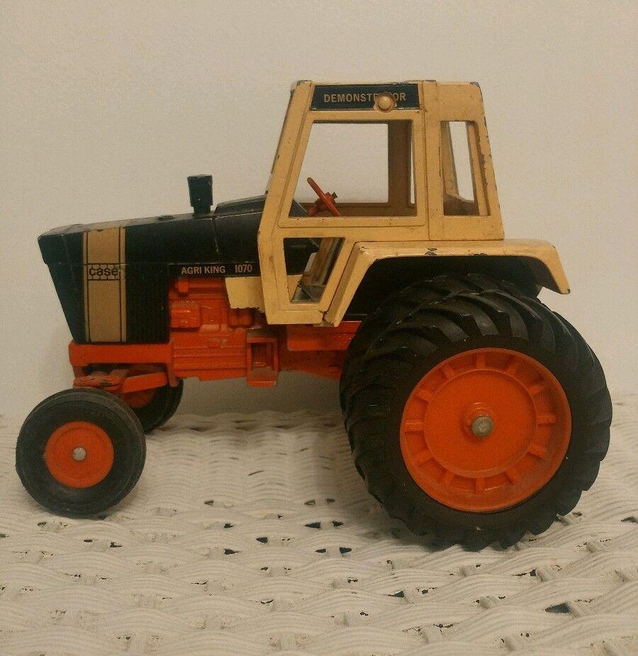 Ertl 1 16 Case Agri King 1070 golden Demonstrator Tractor Original