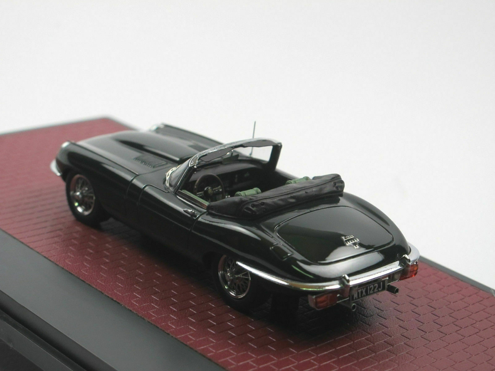 JAGUAR E TYPE 3.2 SERIES II ROADSTER verde 1970 MATRIX MX11001-042 1 43 RESINE