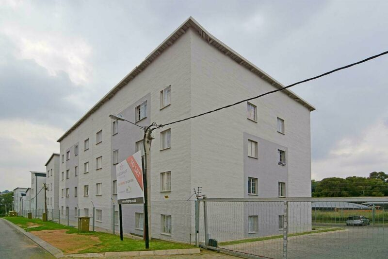 STUNNING APARTMENTS TO LET - ROODEPORT- FLEURHOF - NO DEPOSIT & NO LEASE FEE REQUIRED!!