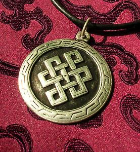 Schoenes-Amulett-ENDLOSER-KNOTEN-fuer-ewige-Liebe-aus-Nepal