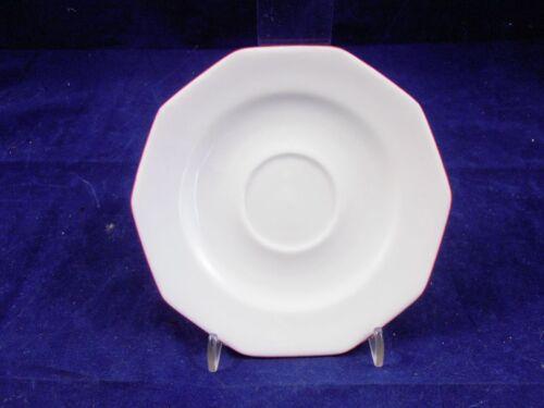 Forme Marienbad Ingres blanc contour rouge soucoupe 15 cm