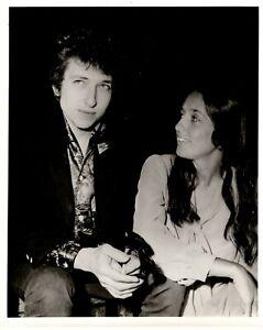 Bob-Dylan-Joan-Baez-Photo-B-W-Glossy-10-x8-Circa-Early-60s