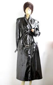 Schwarzer langer lackmantel for Schwarzer langer mantel