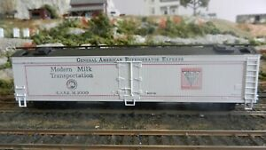 Athearn-HO-BB-Modern-Milk-Round-Roof-50-039-Express-Reefer-Upgraded-Exc