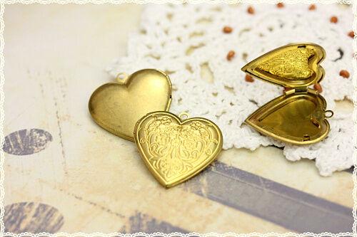 1pz charm  apribile  cuore portafoto ciondolo color oro  in ottone 2.7cmX2.7cm