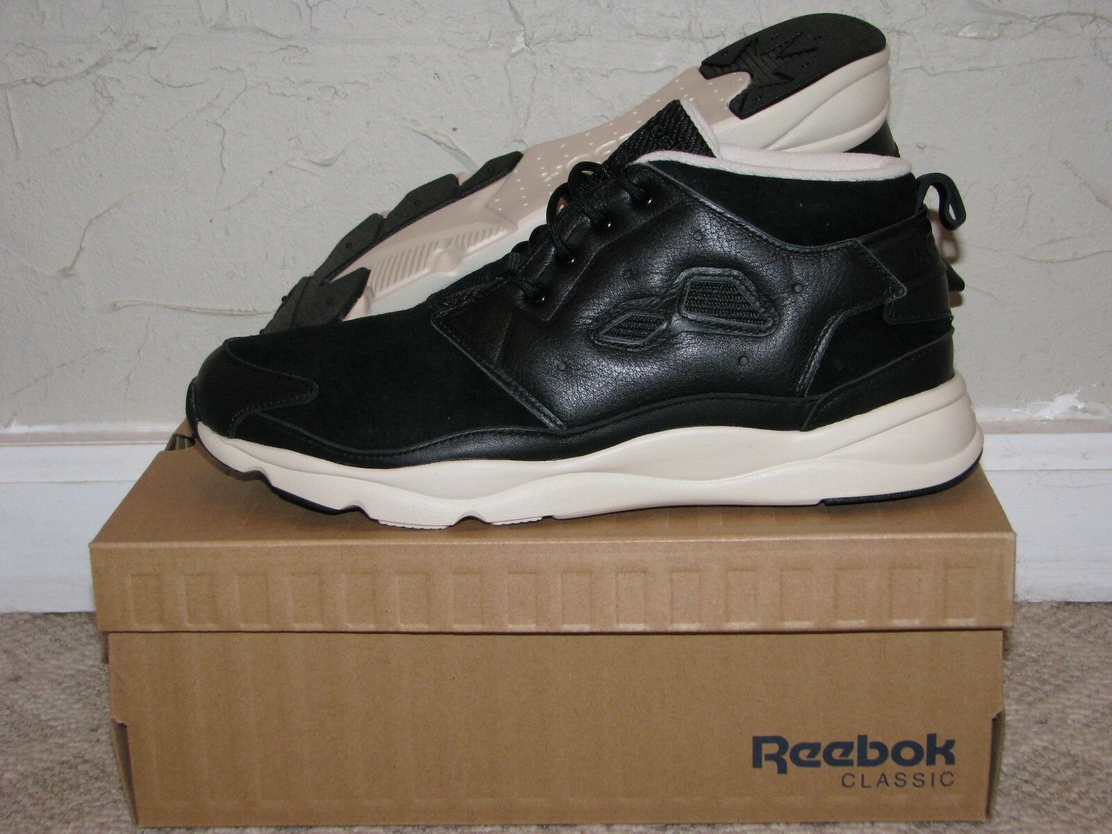Reebok Furylite Chukka Leather Black / Paper White Mens Size 10 DS NEW! V69898
