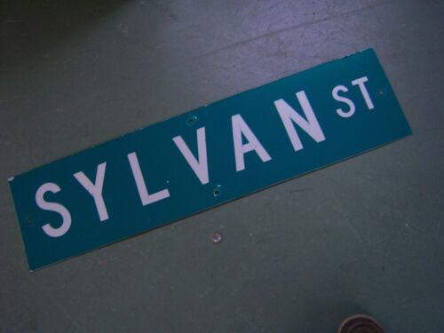 "Vintage ORIGINAL SYLVAN ST STREET SIGN 36/"" X 9/"" WHITE LETTERING ON GREEN"