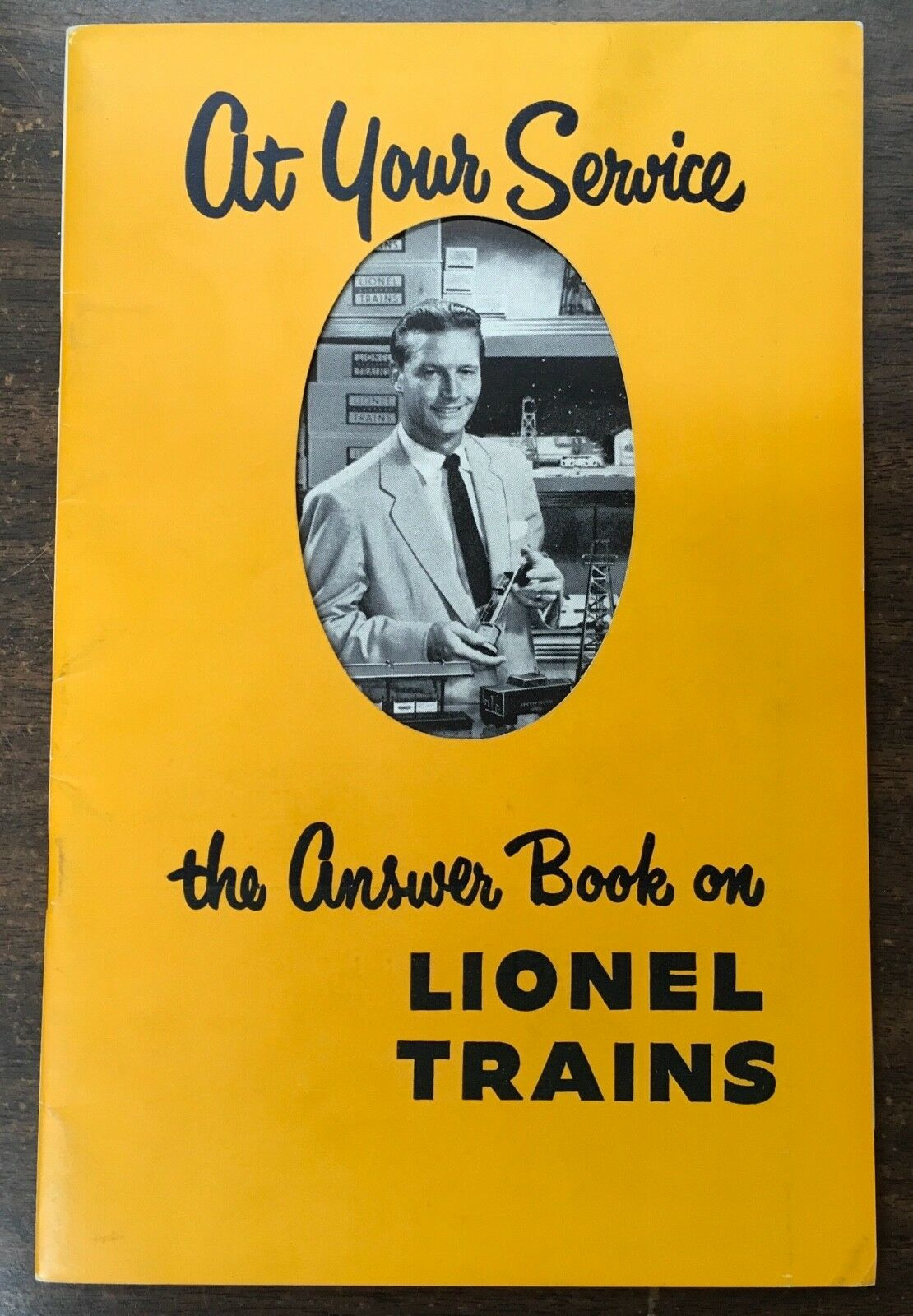"""1953 """"At Your Service - The Answer Book on Lionel Trains"""" Booklet LN"""