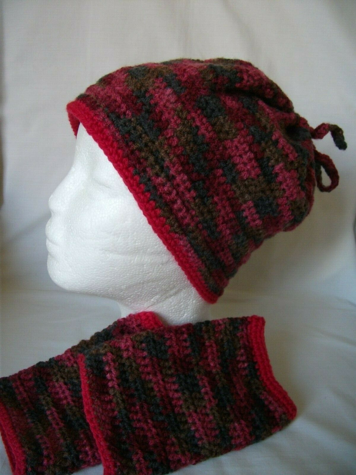 POST-FREE. HIGHLY INDIVIDUAL HAND-CROCHETED TIE-TOP HAT & WRIST-WARMERS REF 274