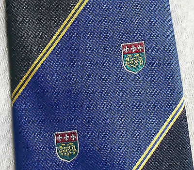 100% Vero Vintage Cravatta Da Uomo Cravatta Scudo Crested Club Associazione Società-mostra Il Titolo Originale Eppure Non Volgare