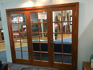 SOLID-CEDAR-COLONIAL-3-PANEL-BIFOLD-DOORS-COMPLETE-amp-READY-TO-FIT-2410-x-2100h