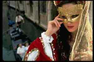 527056-Woman-In-Renaissance-Costume-With-Mask-Venice-A4-Photo-Print