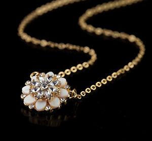 Halskette-Anhaenger-Blume-Perlmutt-Weiss-Natuerliche-Kristall-Original-Ehe-Dz-1