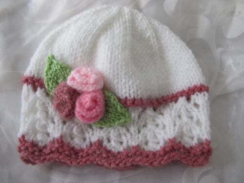24 MTHS NEW HAND KNITTED BABY GIRL  BEANIE HAT WHITE PINK LACY  FLOWER SIZES NB