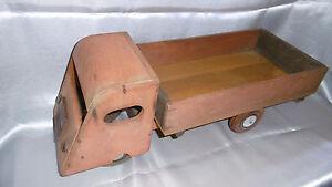 camion-jouet-en-bois-vintage
