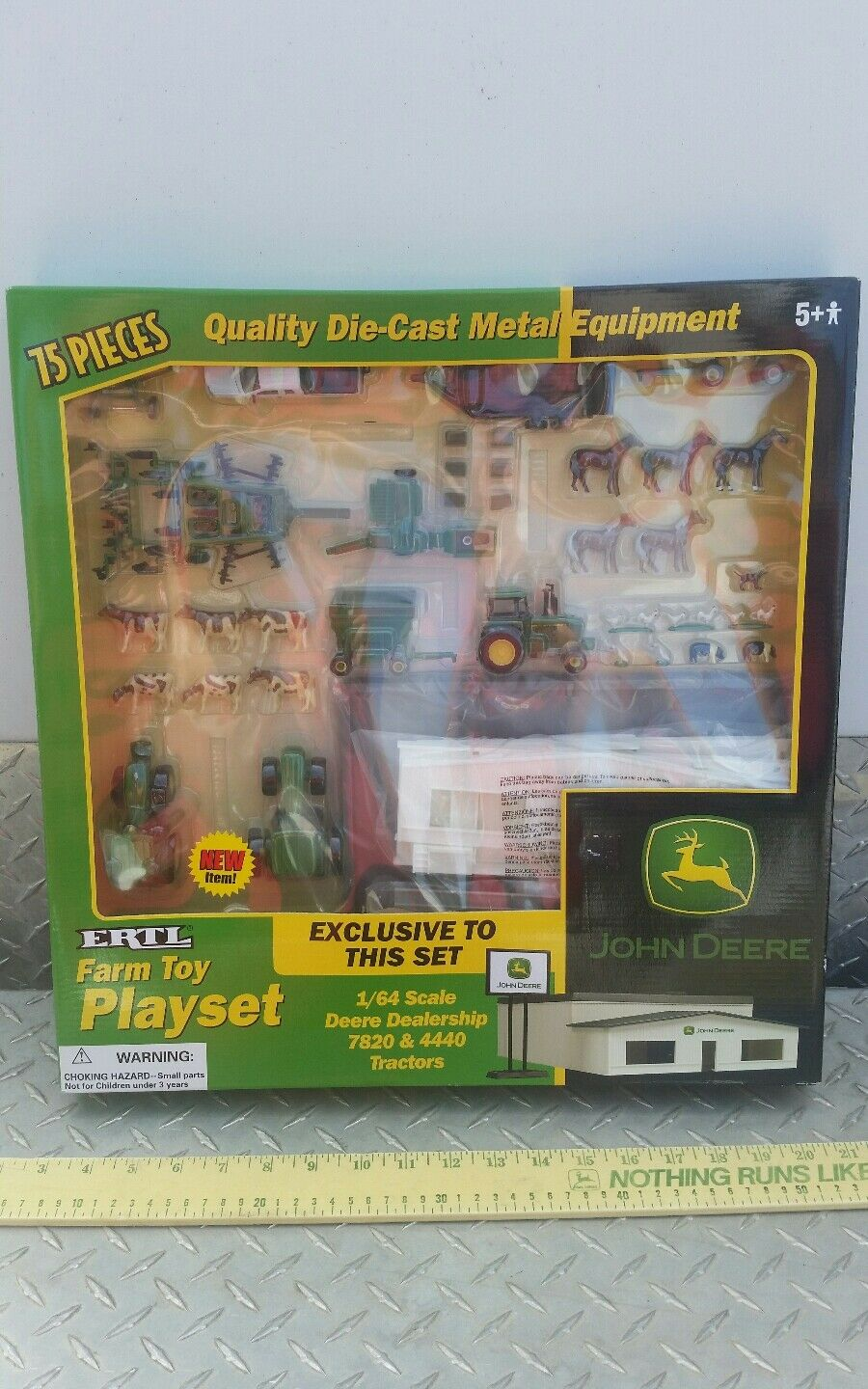 Ertl Farm Country Toy Building John deere dealership playSet s scale MIP 1 64