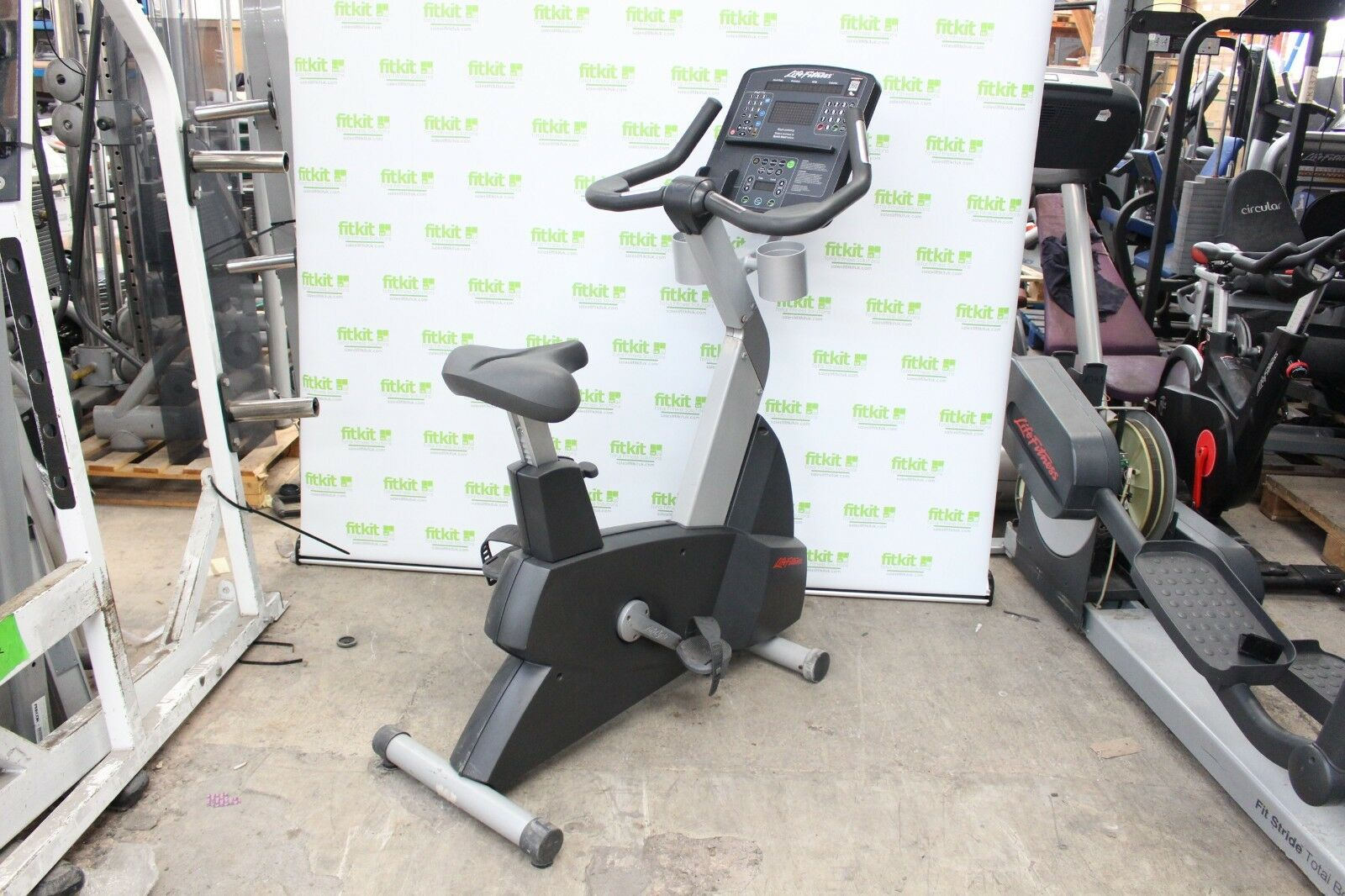 Life Fitness Integrity Series Upright Bike 95Ci - Commercial Gym Equipment