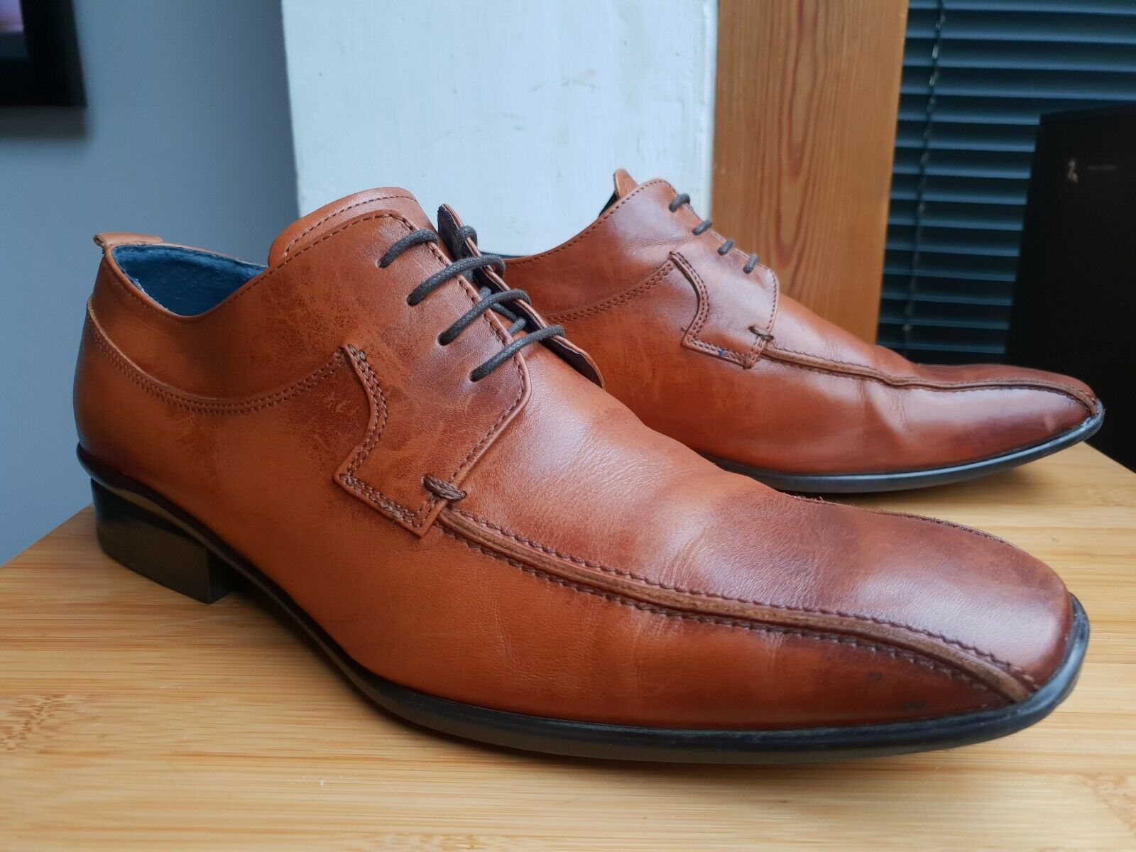 CLARKS BROWN LEATHER LACE-UP SHOES == UK 7 == EUR 41