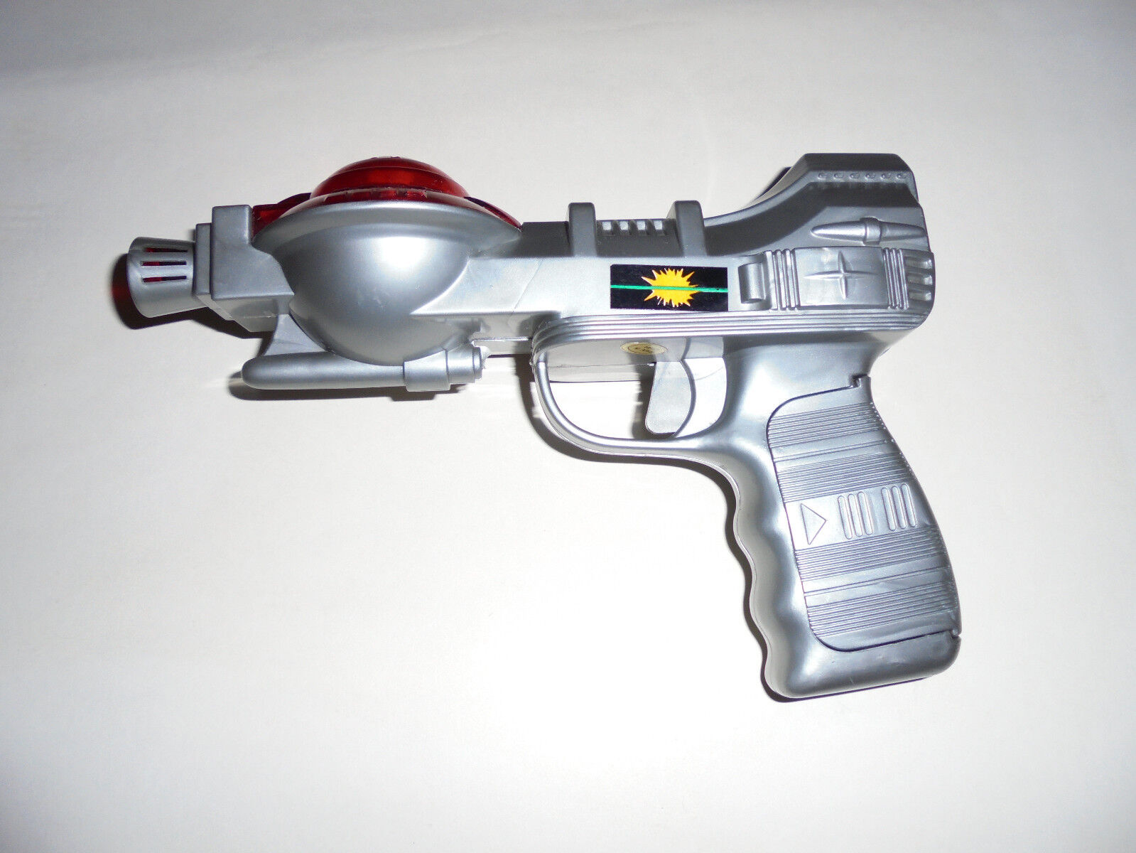 """Vintage 80's """" Space laser plastic gun"""" with light and sound.  New"""