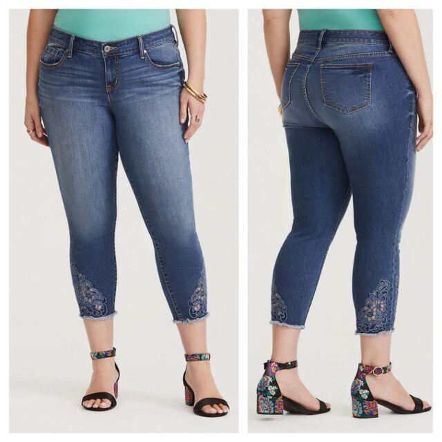 85bd2d04f16 Torrid Eyelet Cropped Capri Skinny Jeans Medium Wash Sz  26  59318