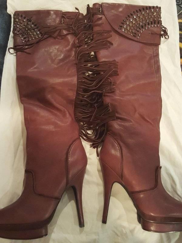 Nuevo En Caja Miss Robertson cuero genuino vino Marrón Marrón Marrón Flecos Tachuelas Sobre Rodilla botas 8.5  alta calidad