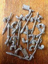 Warhammer Orcos y Goblins. orcos. armas, armas, lanzas (5). Caja de bits. plástico.