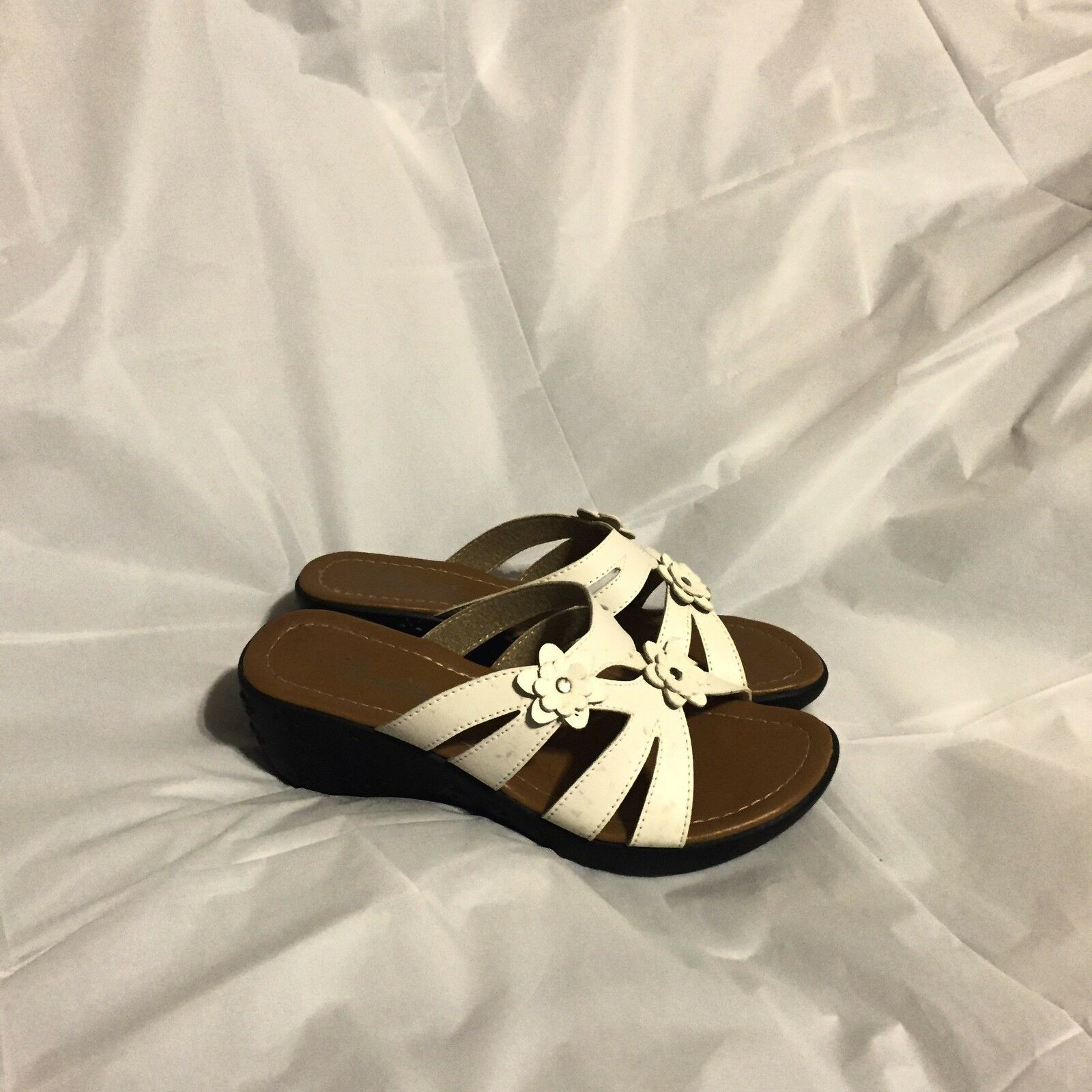 Bonita Sandals Size 6 2 White New Without Tags 2 6 1/2