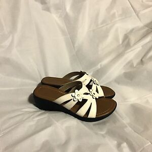 38221221a Bonita Sandals Size 6 White New Without Tags 2 1 2