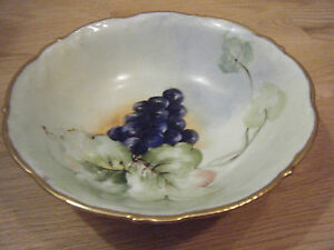 Antique-Bavaria-Hand-Painted-Artist-Signed-Bowl-Grape-Gold-Trim