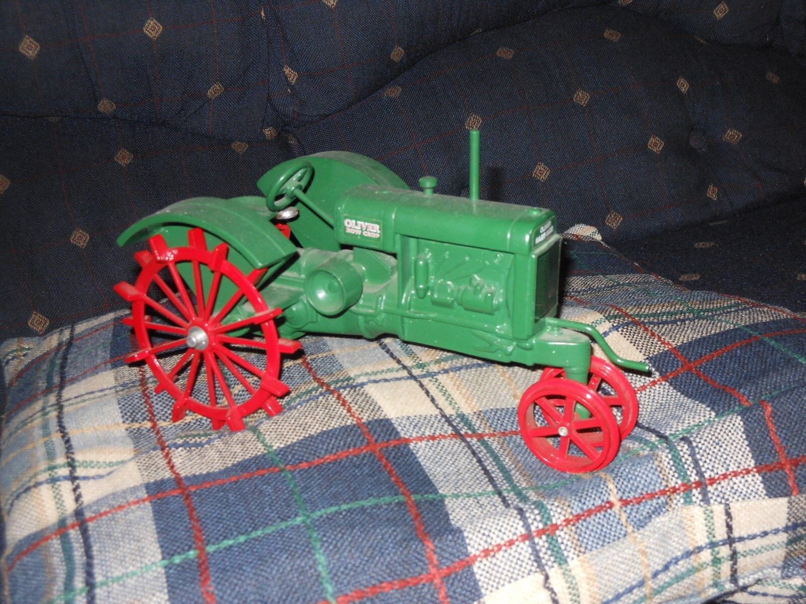 Oliver narrow front Toy tractor (Moline, bianca,) (1 16)