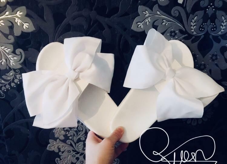 WOMENS HANDMADE OVERSIZED BOW TRUE SLIDERS WHITE SIZES 3,4,5,6,7,8 TRUE BOW TO SIZE 42ff94