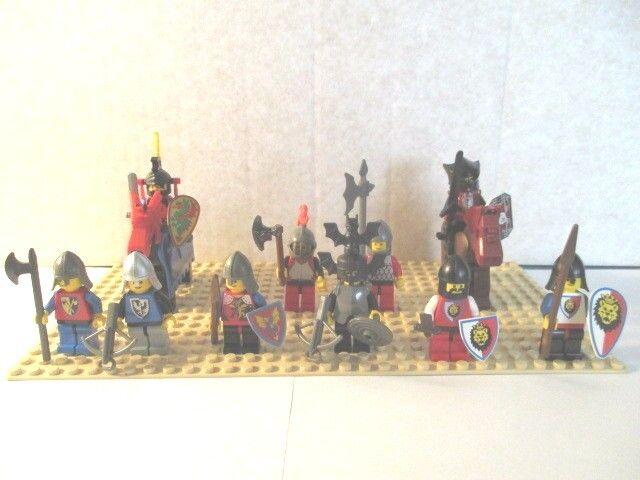 Lego - 10 Ritterfiguren & 2 Pferde