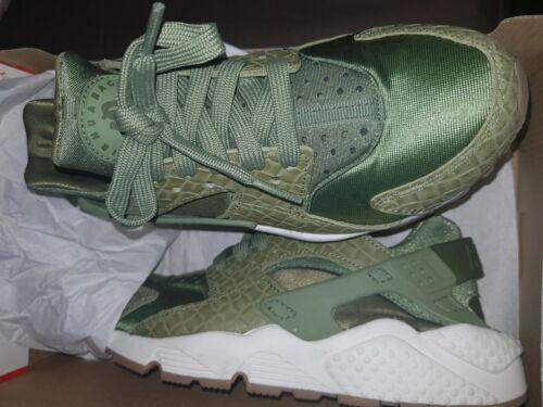 Nike huarache khaki size 3. Brand new, limited edition.