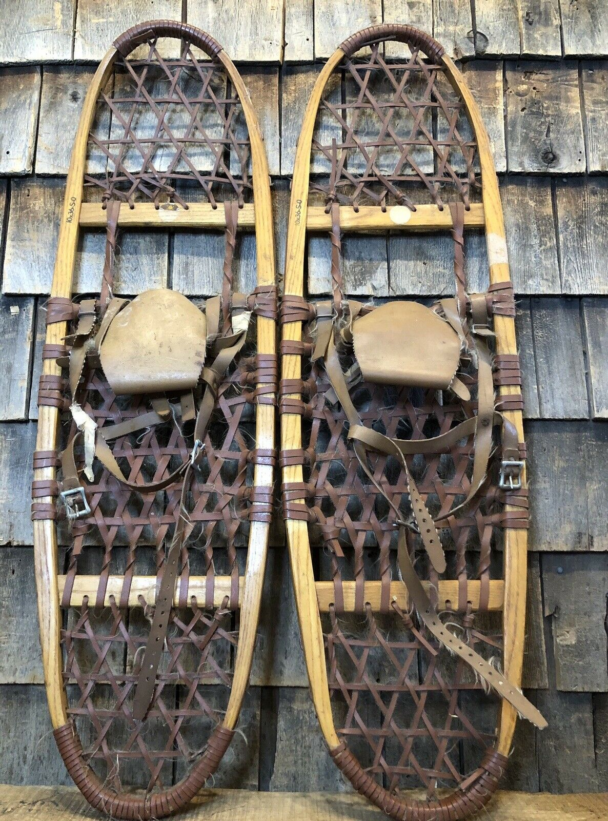 Pair Of  Vintage 36x10 Wooden Snowshoes EXCELLENT Condition Wall Decor Display  quality first consumers first