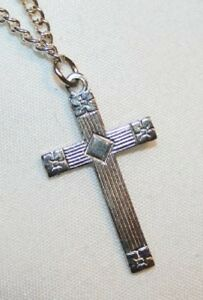 Dainty-Line-Beveled-Floral-Armed-Silvertone-Cross-Necklace