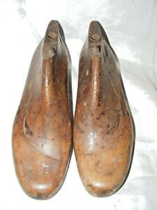 ANTIQUE-FRENCH-SHOE-LAST-FORMS-MOLDS-SHAPERS-COBBLERS-TREEN-METAL-BASE-24-CMS
