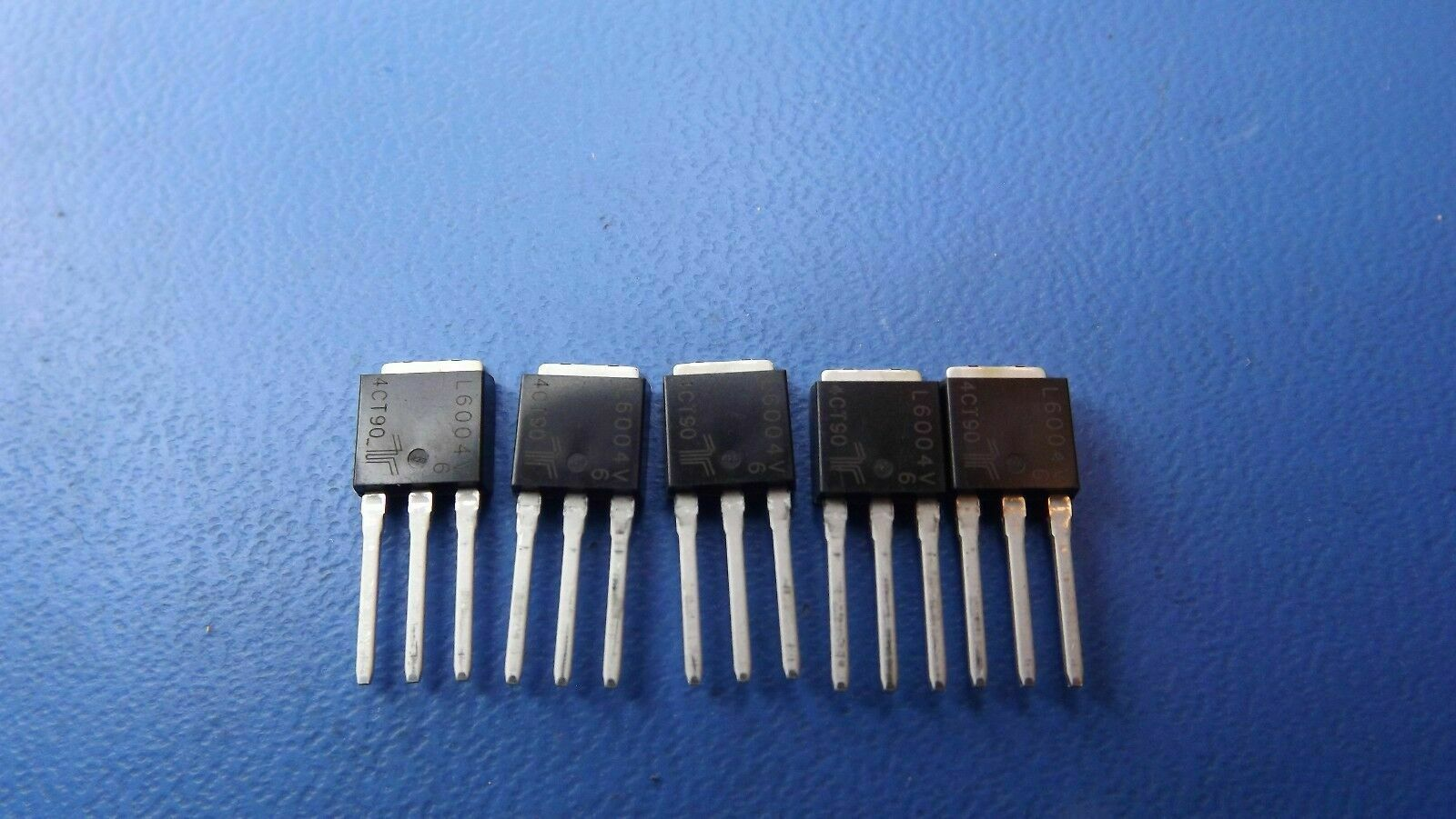 L601E6 LITTELFUSE//TECCOR Thyristor Triacs 600V 1A Sensing 5-3-Pin TO-92 10PCS