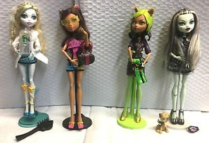 Monster-High-Doll-039-s-Lot-of-4-Dolls-and-Accessories-with-Stands-Mint