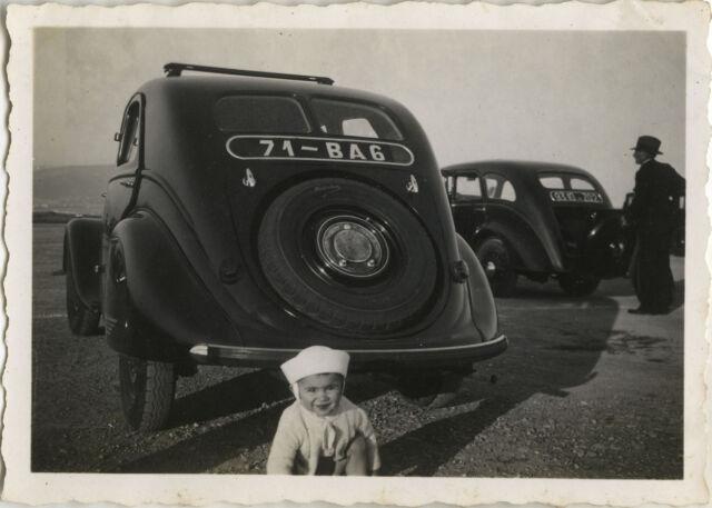 PHOTO ANCIENNE - VINTAGE SNAPSHOT - VOITURE AUTOMOBILE ENFANT DRÔLE - CAR CHILD