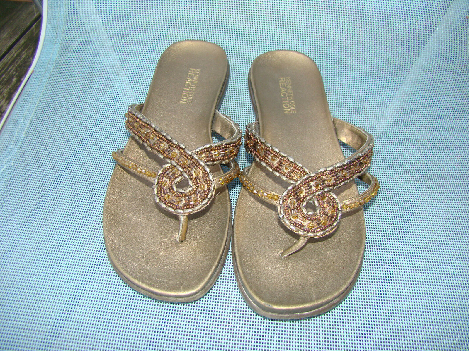 KENNETH COLE BEADS GOLDEN BRONZE METALLIC BEADED BEADS COLE SANDALS THONGS SIZE 6 M 5bf042