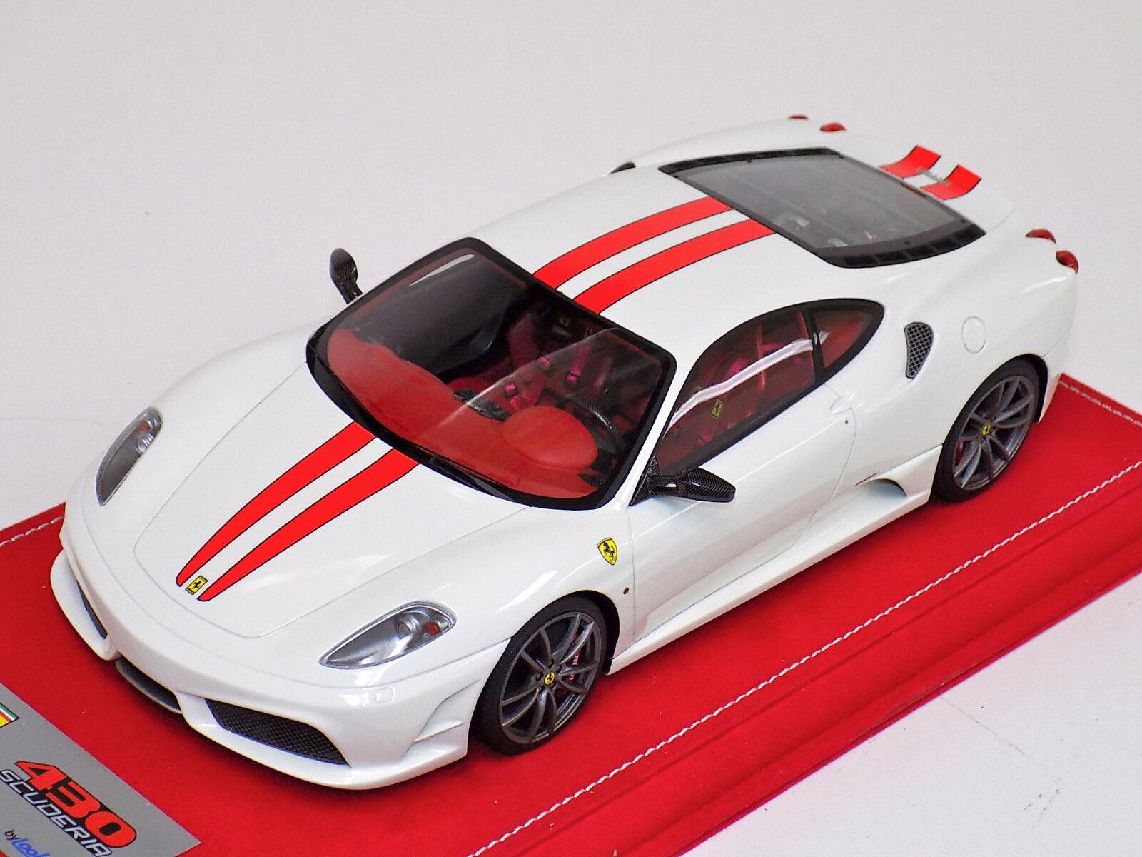1  18 Looksmkonst Ferrari F430 Scuderia vit röd strimma Titanium hjuls Alcantara