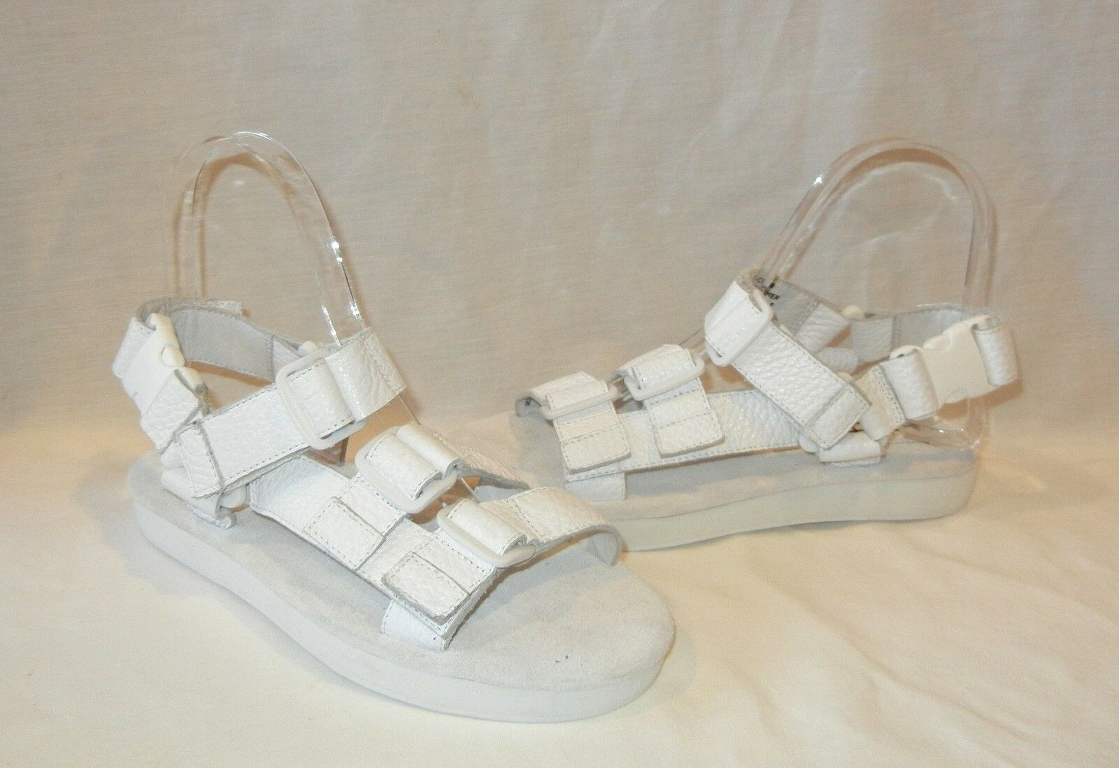 1-900 Donna  Dot Com bianca Pebbled Leather Sandals Sandals Sandals Retail  145 Dimensione 9 4cf149