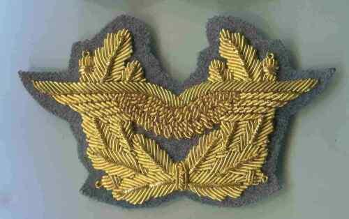 Bundeswehr-LW:Schirmmützenabzeichen General Gold handgestickt auf dunkelgrau