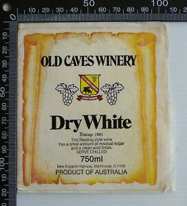VINTAGE-1981-OLD-CAVES-WINERY-DRY-WHITE-WINE-BOTTLE-LABEL-750ml-QLD-STICKER