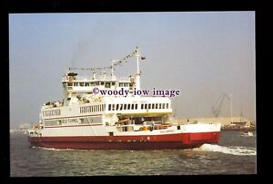 SIM0210-Southampton-Isle-of-Wight-Ferry-Red-Osprey-built-1994-postcard