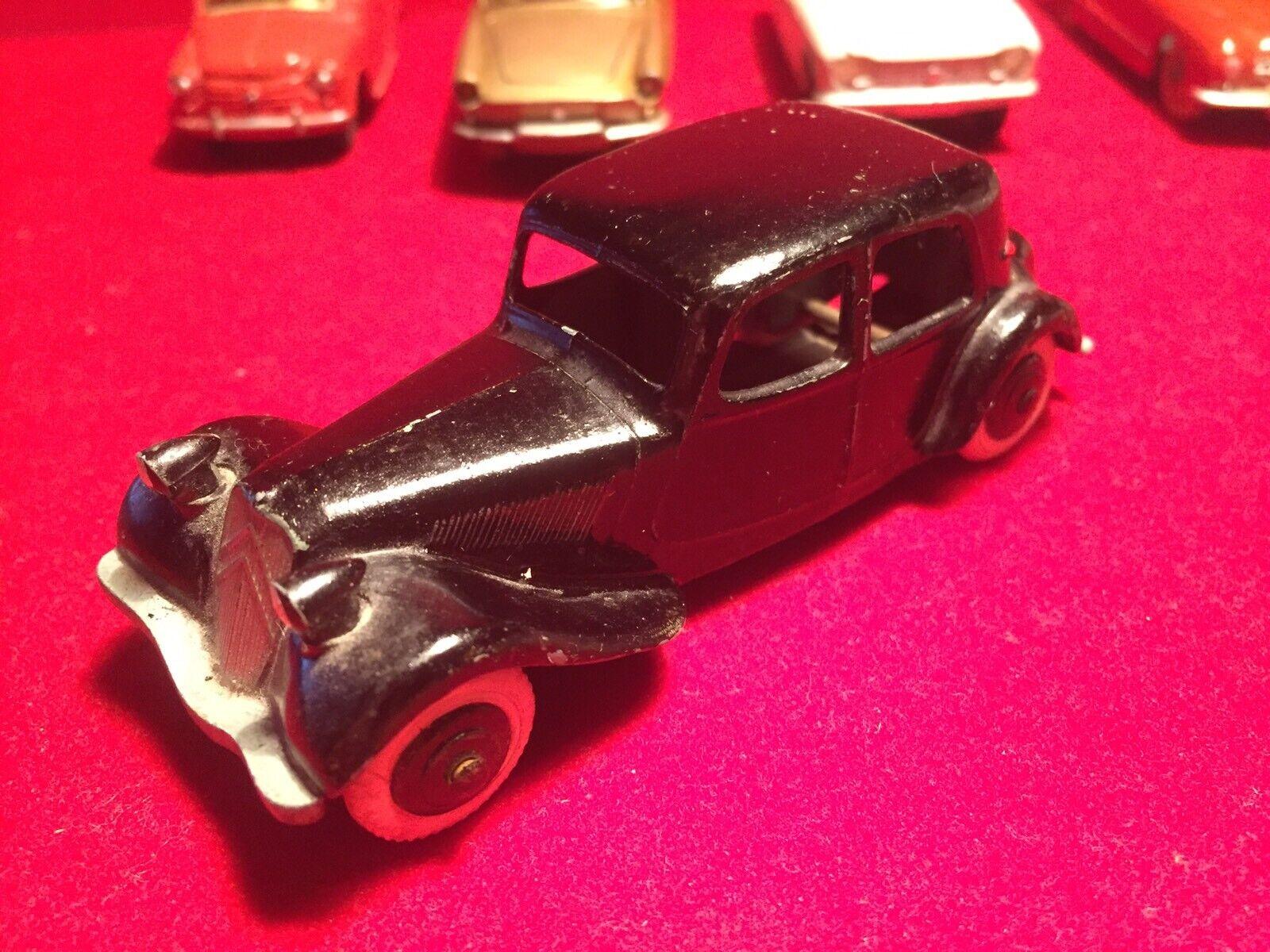 Dinky Toys  Citroën 11 Bl 24N  le magasin